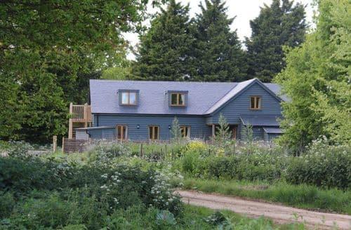 Big Cottages - The Old Brooder Bunkhouse S103472