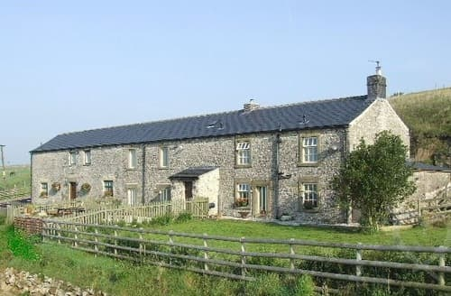 Last Minute Cottages - Hulmes Vale Farm Holiday Cottages