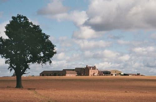 Last Minute Cottages - Upper Rectory Farm Cottages   Sleeps 22 S103971