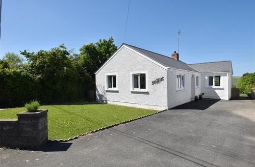 Last Minute Cottages - Quaint Dinas Cottage S81256