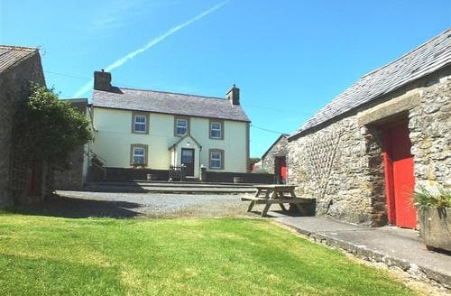 Last Minute Cottages - Wonderful Newport Cottage S71658