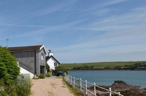 Last Minute Cottages - Black Rock Boathouse