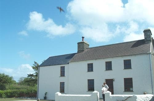 Last Minute Cottages - Ty Fferm
