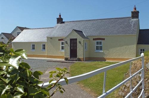 Last Minute Cottages - Stunning Little Haven Cottage S71746