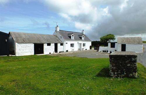 Last Minute Cottages - Luxury St. Davids Cottage S71728