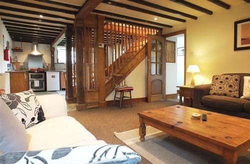 Last Minute Cottages - Dewi Villa Apartment