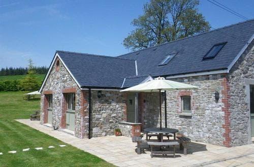 Last Minute Cottages - Barcud Cottage