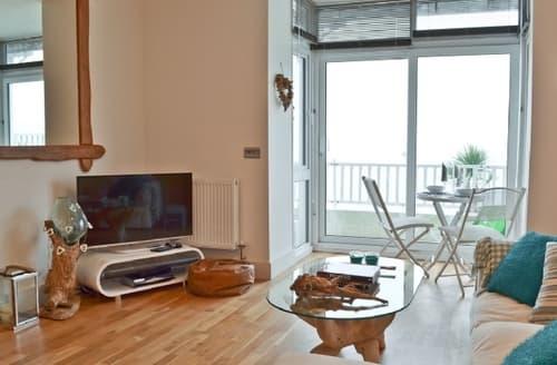 Last Minute Cottages - Wonderful Ventnor Apartment S25011