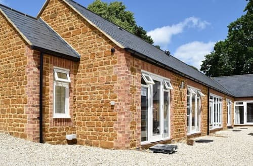 Last Minute Cottages - Cosy All Northamptonshire Cottage S104523