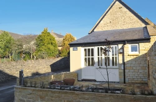 Last Minute Cottages - Attractive Bourton On The Water Cottage S25014