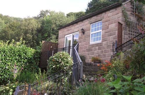Last Minute Cottages - Hideaway