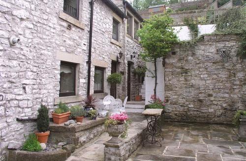 Last Minute Cottages - Markeygate Barn