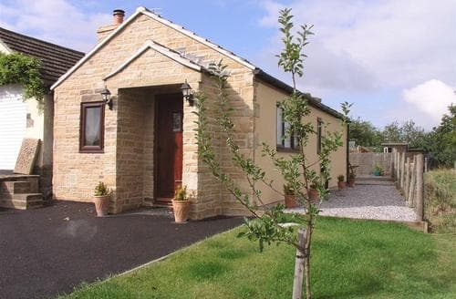 Last Minute Cottages - Quaint Hollins Cottage S104996