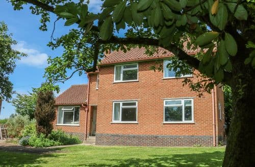 Big Cottages - Tasteful Harborough Cottage S105392