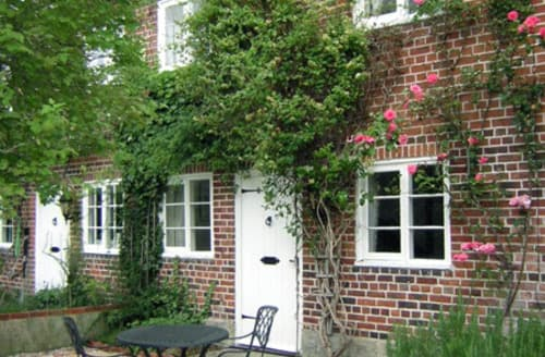 Last Minute Cottages - Adorable Salisbury Cottages S2068