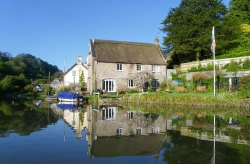 Last Minute Cottages - Riverside House