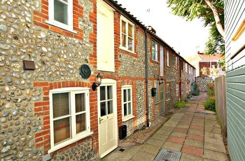 Last Minute Cottages - 2 Museum Cottages