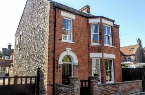 Last Minute Cottages - Lovely Sheringham Cottage S105540