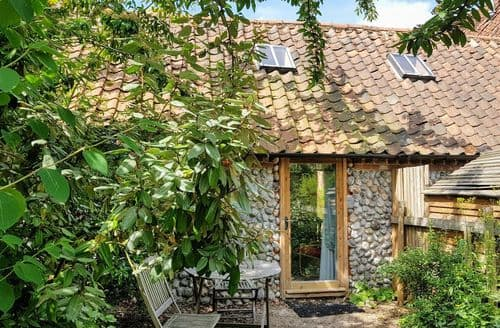 Last Minute Cottages - Barnacle Barn