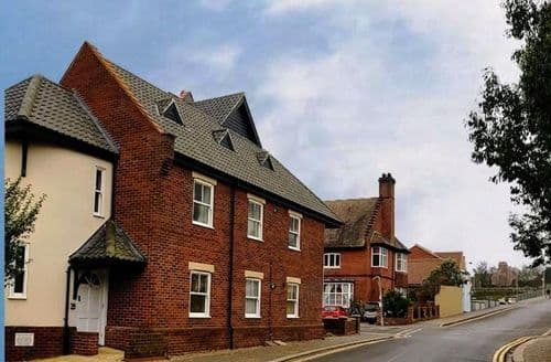 Last Minute Cottages - Flat 1, 5a Canada Road