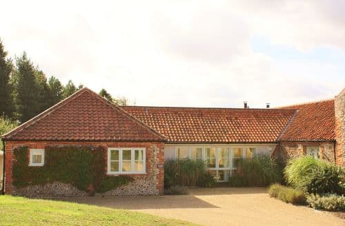 Last Minute Cottages - Luxury Kelling Cottage S105561
