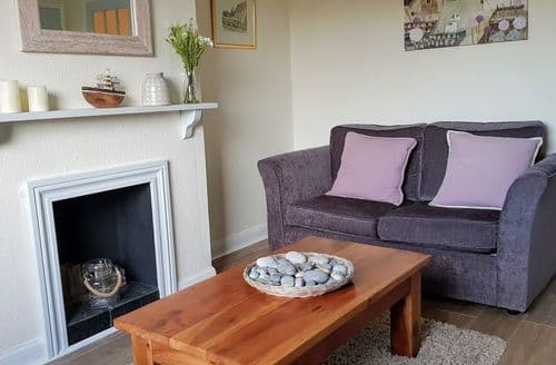 Last Minute Cottages - Cosy Sheringham Cottage S105563