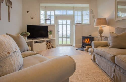 Last Minute Cottages - Lovely Bamburgh Cottage S105623