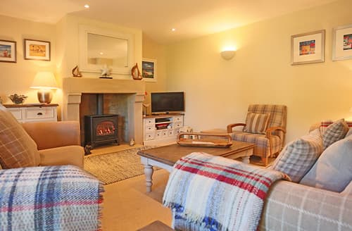 Last Minute Cottages - Attractive Seahouses Cottage S105662