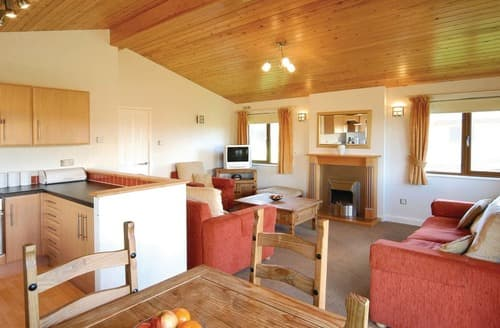 Last Minute Cottages - Stunning Rock Lodge S106255