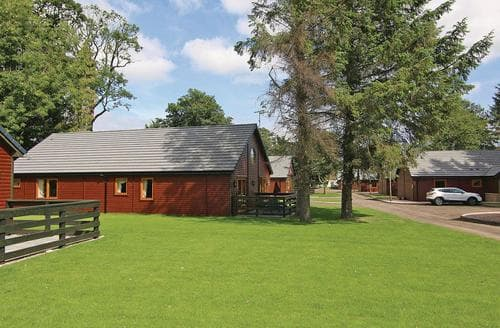 Last Minute Cottages - Cosy Kincaple Lodge S106300