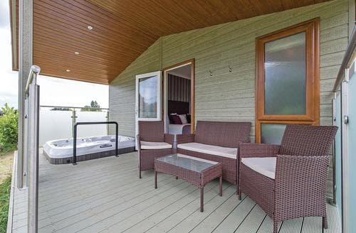 Last Minute Cottages - Delightful Three Holes Lodge S106341