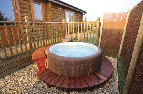 Last Minute Cottages - Cosy Laxfield Lodge S106457