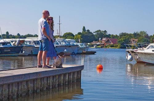 Last Minute Cottages - Inviting Oulton Broad Lodge S106510