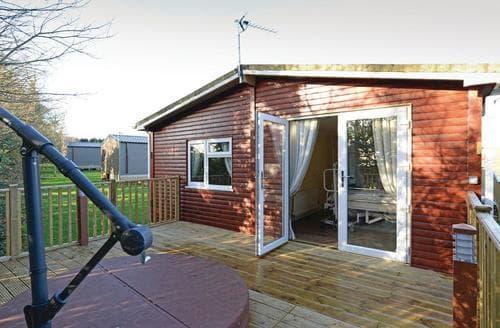 Last Minute Cottages - Cosy Oakham  Lodge S106620