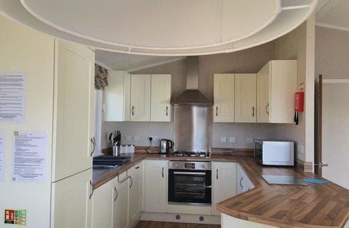 Big Cottages - Quaint Weeton Lodge S106640