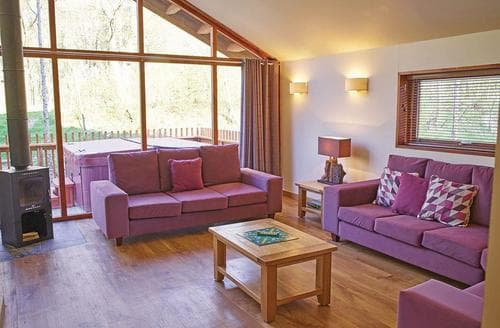 Last Minute Cottages - Forest of Dean Golden Oak 2 Meadow Cabin