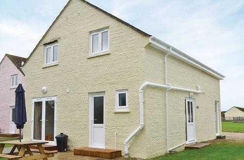 Last Minute Cottages - Exquisite Seaview Lodge S106699