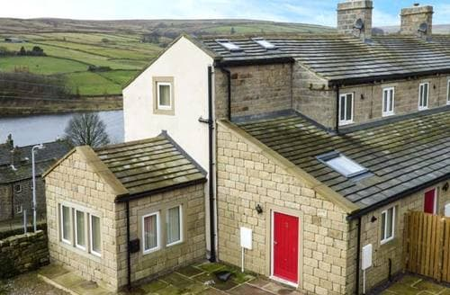 Last Minute Cottages - Upper Moorland View