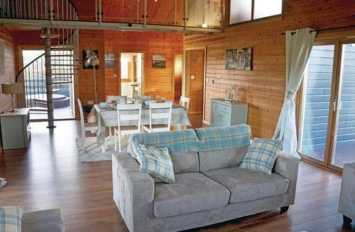 Last Minute Cottages - Captivating Fritton Lodge S106775