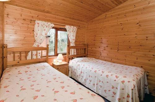 Last Minute Cottages - Superb Bethesda Lodge S106925