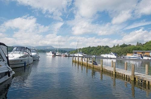 Last Minute Cottages - Lovely Lake Windermere Lodge S107049