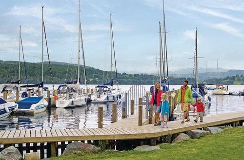Last Minute Cottages - Attractive Lake Windermere Lodge S107058