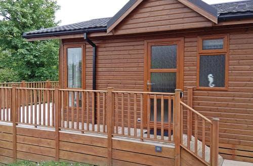 Last Minute Cottages - Exquisite Tintagel Lodge S107173