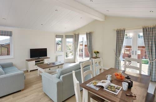 Last Minute Cottages - Charming Burgh St Peter Lodge S107180