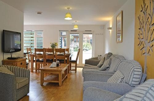 Last Minute Cottages - Captivating Porthtowan Lodge S107198