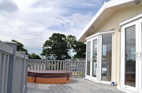 Big Cottages - Gorgeous Llanfechell Lodge S107219