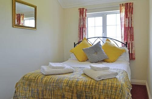 Last Minute Cottages - Luxury Summer Court Lodge S107250
