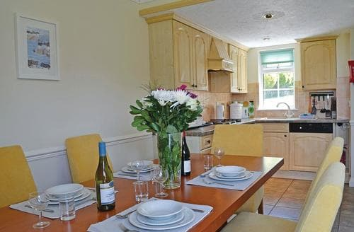 Last Minute Cottages - Cosy Summer Court Lodge S107252