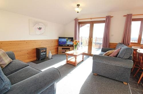 Last Minute Cottages - Cosy Holsworthy Lodge S107300