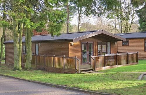 Last Minute Cottages - Attractive Matlock Lodge S107368